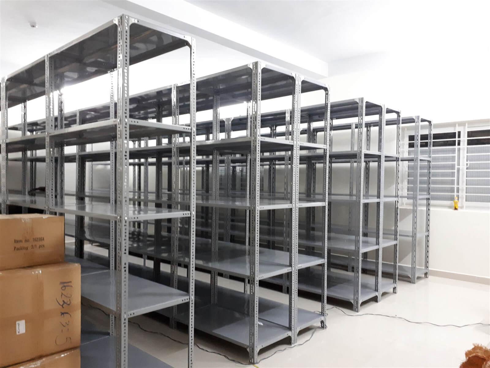 Kệ sắt lưu trữ hàng hóa